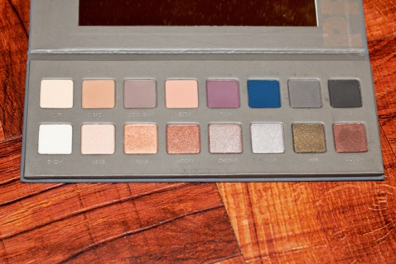 Lorac Pro 2 palette has such stunning shades. The pigmentation is great and the shadows are very easy to blend. The versatility of this palette is also something I really enjoy, you are able to create warm looks as well as cooler ones, and we can forget the pops of color it has!